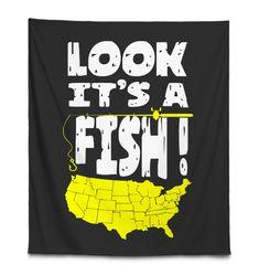 FUNNY USA MAP FISHING LOOK IT'S A FISH Fishing Shop, Fishing Gifts, Best Fishing, Ice Fishing, Kayak Fishing, Fishing Tackle, Bowfishing, Fishing Videos, Fish Design