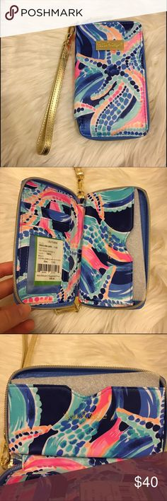 """Lilly Pulitzer Tiki Palm Iphone Wristlet Brand new with tags Lilly Pulitzer tiki palm wristlet. Print; """"ocean jewels"""" see 4th pic for a screenshot of details! Can fit any phone up to the size of a iPhone 6/6S/7 NOT A 6+ or 7+ ‼️ Lilly Pulitzer Bags Clutches & Wristlets"""