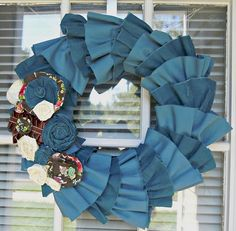 wreath....looks like jeans....use leftovers from making cut-offs for this? and scrap fabric for roses?