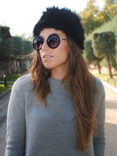 Black fur headband. Winter accessories. Trendencies