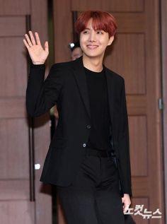 180110 Golden Disc Awards Red Carpet #BTS #Jhope ❤️