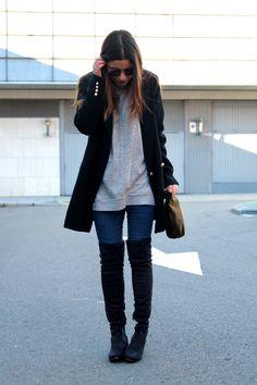 LITTLE BLACK COCONUT: Bolso de terciopelo y botas mosqueteras #outfit #winter