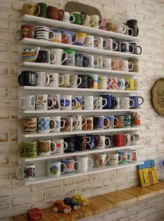 Étagère ouverte pour ranger et accéder facilement aux tasses et aux mugs dans la cuisine  http://www.homelisty.com/porte-tasses-porte-mugs/