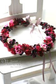 バーガンディレッドの花冠 紫陽花とローズ