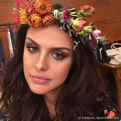 As maquiagens de Paloma Bernardi: batom vermelho, esfumado poderosos e pele perfeita destacam as makes da atriz