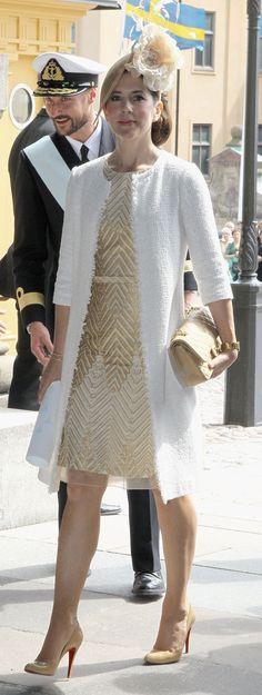look con vestido beige