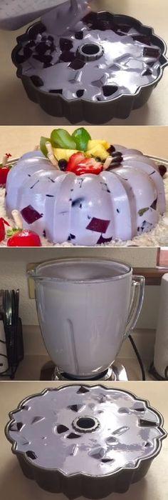"Gelatina de Uva en 3 leches y queso crema Para Navidad "" By Creaciones Prin. #gelatina #uva #3leches #queso #crema #navidad #gelato #frutas #postres #cheesecake #cakes #pan #panfrances #panettone #panes #pantone #pan #recetas #recipe #casero #torta #tartas #pastel #nestlecocina #bizcocho #bizcochuelo #tasty #cocina #chocolate Si te gusta dinos HOLA y dale a Me Gusta MIREN... Jello Cake, Jello Desserts, Jello Recipes, Easy Desserts, Mexican Food Recipes, Sweet Recipes, Dessert Recipes, Gelatina Jello, Irish Apple Cake"