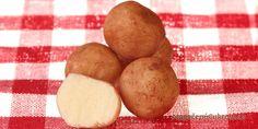 Máte-li rádi marcipánové brambory z obchodu, tak si udělejte doma vlastní, které jsou mnohem lepší. Recept je velmi jednoduchý a můžete je připravit na poslední chvíli.