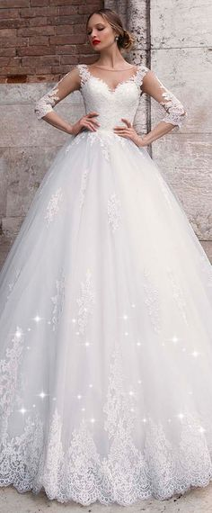 Chic Tulle Jewel Neckline A-line Wedding Dress With Lace Appliques