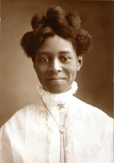Alice Pugh McGaugh, 1908. What a lovely smile and clear eyes! Photograph by Murillo Studio. Missouri History Museum