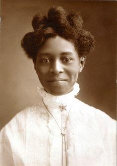 Alice Pugh McGaugh, 1908.Photograph by Murillo Studio. Missouri History Museum