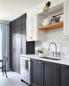 One Room Challenge Reveal - Fall My Sister's Charming Kitchen - Vanessa Francis Interior Design Modern Kitchen Interiors, Contemporary Kitchen Design, Interior Design Kitchen, Modern Design, White Kitchen Cupboards, Kitchen Handles, Kitchen Cabinets, Kerala, Trends