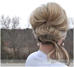 The Small Things Blog: Fancy Side Pony, going to a wedding, might try doing this with my hair, it looks easy enough.