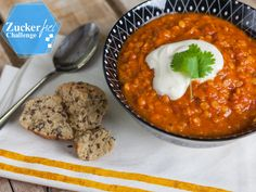Indisches Linsen-Dal ist ein Klassiker und lässt sich auch ohne lange Vorbereit… Indian lentil dal is a classic and can be prepared without much preparation. Here you will find the sugar-free recipe. Healthy Indian Recipes, Vegetable Recipes, Vegetarian Recipes, Ethnic Recipes, Sugar Free Recipes, Paleo Dinner, Quick Easy Meals, Food Inspiration, Clean Eating