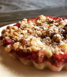 Buenos días!!! Hoy en el blog la receta rápida de hojaldre de manzana con crumble. Aprovechando que estamos en temporada de fresa podéis utilizarlas y variarla. Está buenísima!! 👌🏻http://www.mimejorhornada.com/hojaldre-de-manzana-con-crumble/
