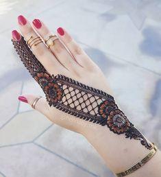 Easy Mehndi Designs You Must Try in 2019 - Mehndi Designs - Henna Designs Hand Back Hand Mehndi Designs, Mehndi Designs 2018, Mehndi Designs For Girls, Mehndi Designs For Beginners, Wedding Mehndi Designs, Henna Tattoo Designs, Henna Tattoos, Tattoo Ideas, Hena Designs