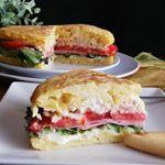 Tarta de manzana (Muy fácil) | CACEROLADAS: Tarta de manzana (Muy fácil) Sandwiches, Cake, Tortillas, Queso, Food, Appetizers, Meals, Carrot Muffins, Rice