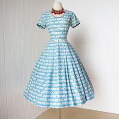 vestido Vintage 1950.. ditsy novedad floral de .staple