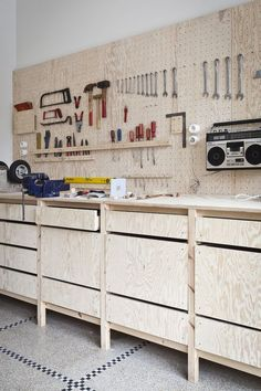 Impressive Build Your Own Garage Workbench Ideas. Irresistible Build Your Own Garage Workbench Ideas. Workshop Design, Workshop Storage, Workshop Organization, Garage Organization, Tool Storage, Garage Storage, Pegboard Garage, Workshop Bench, Garage Shelving