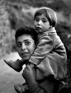 Gordon Parks - Boys, Estoril, 1951. S)