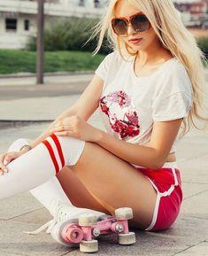 Best Roller Skates for Beginners Roller Disco, Retro Roller Skates, Roller Derby Girls, Skate Girl, Cute Shorts, Ladies Golf, Skateboarding, Cute Tops, Surfing
