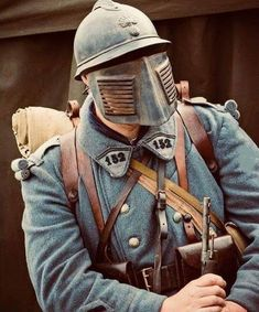 "French soldier with ""anti-sniper"" face shield, adapted to his helment. Used when looking out from the trenches, early in the war. World War One, Second World, First World, Military Art, Military History, Ww1 Soldiers, Armor Clothing, French Army, Historical Pictures"