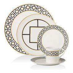 Deco Table, A Table, Winter Wedding Colors, Winter Flowers, White Rims, Porcelain Dinnerware, Modern Dinnerware, Dinner Sets, Dinner Ware