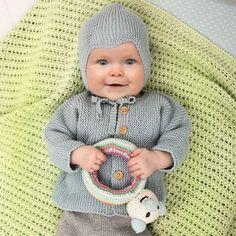 Sticka & skicka till nyfödda i Gambia! Knitting For Kids, Baby Knitting Patterns, Crochet Baby, Knit Crochet, Baby Barn, Knit Baby Dress, Vintage Baby Clothes, Baby Sweaters, Unisex Fashion
