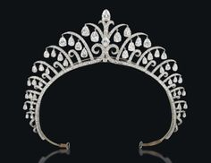 Kokoshnik Tiara by Cartier, c. 1922 Art Deco Diamond Tiara by Cartier, 1920s Convertible choker/tiara by Gerrard, c. 1920