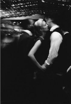 ☾ Midnight Dreams ☽ dreamy & dramatic black and white photography - Boîte de nuit, Paris, photo by Jeanloup Sieff, 1956 Vintage Photography, Street Photography, Art Photography, Classic Photography, Romantic Photography, Couple Photography, Jean Loup Sieff, French Photographers, Famous Artists