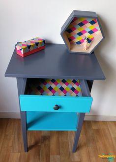 Relooker un meuble IKEA est facile et rapide et ne nécessite que peu de moyens et de matériel. Quelques heures suffisent pour donner une jeunesse à un vieux meuble.
