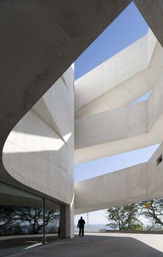 Entre le global et le local, 50 ans d'architecture portugaise à la Cité de…
