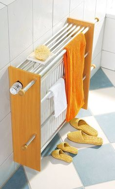 Handtuchtrockner You do not need a towel heater: This self-built towel dryer fits normal heaters. As a result, more towels on the heater space. We show you how to build the towel holder yoursel Towel Heater, Diy Casa, Bathroom Hacks, Radiator Cover, Ikea Hack, Home Organization, Home Projects, Home And Living, Diy Furniture