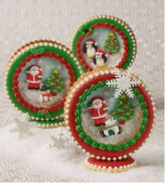 Incredibly detailed, beautiful Christmas cookies