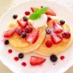 Strawberry, raspberry, blueberry Pancakes ミックスベリーのパンケーキ