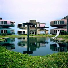 「UFO HOUSE」 San-Zhi pod village,Taiwan, built in late 60s as a futuristic looking diving resort, was torn down 2009.