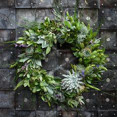 Lila b. Design succulent wreath via Gardenista Holiday Wreaths, Christmas Decorations, Holiday Decor, Diy Wreath, Door Wreaths, Patio Wall Decor, Corona Floral, Succulent Wreath, Succulent Plants