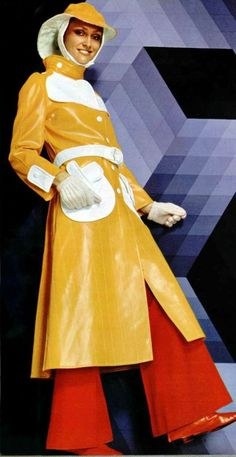Courreges vinyl raincoat, L'officiel magazine I can almost smell fall. It's time for a bright yellow raincoat! 60s And 70s Fashion, Mod Fashion, Vintage Fashion, Vintage Fur, Vintage Mode, Vogue, Patti Hansen, Vintage Outfits, 70s Mode