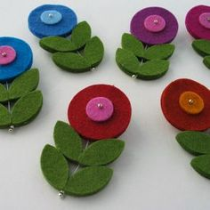 These larger felt flowers cut from our thick wool felt. Works wonderfully with our other felt shapes in many applications. These felt flowers team well with the smaller felt flower and felt petals to make br Felt Diy, Felt Crafts, Fabric Crafts, Sewing Crafts, Felt Flowers, Fabric Flowers, Unicorn Diy, Lidia Crochet Tricot, Felt Hair Clips