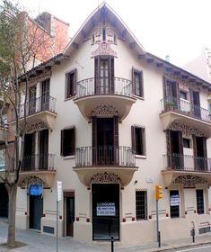 Угловые балконы с росписью под балконной плитой