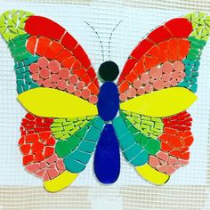 Mosaiquismo mariposa Mosaic Garden Art, Mosaic Tile Art, Mosaic Glass, Butterfly Mosaic, Mosaic Flower Pots, Architectural Sculpture, Mosaic Projects, Mosaic Patterns, Dot Painting