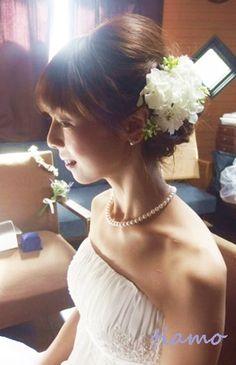 ルーズシニヨンで教会挙式の大人可愛い花嫁さま♡ | 大人可愛いブライダルヘアメイク 『tiamo』 の結婚カタログ