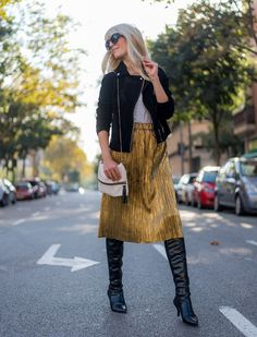 www.streetstylecity.blogspot.com Fashion inspired by the people in the street ootd look outfit sexy skirt gold golden heels otk boots