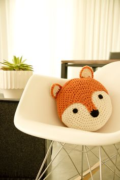 Fox crochet round pillow // so cute!