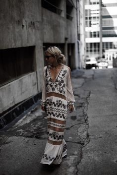 From Casual To Wedding Guest, 60 Trending Summer Ways To Inspire Your Boho Chic Style - chryssa fashion ideas Hippie Style, Bohemian Style, Bohemian Fashion, Hippie Chic, Looks Street Style, Looks Style, Fashion Blogger Style, Look Fashion, Fashion Bloggers