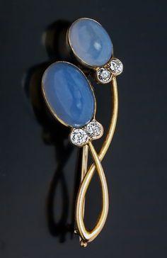 An Elegant Art Nouveau Sapphirine Diamond Gold Brooch Pin made in St. Petersburg between 1908 and 1917