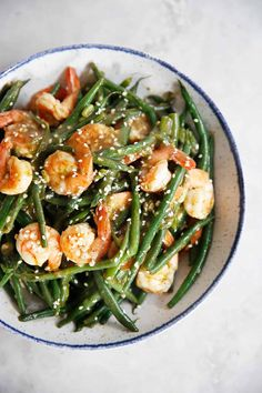 This One-Pan Shrimp and Green Beans recipe in Chinese Garlic Sauce is the perfect, easy, whole30 compliant weeknight meal made in under 30 minutes! Shrimp And Green Beans, Ginger Green Beans, Asian Recipes, Healthy Recipes, Chinese Recipes, Chinese Food, Healthy Foods, Chinese Meals, Keto Foods