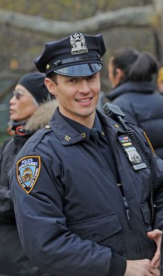 Will Estes 4 - 11.19.12 on the set of Blue Bloods