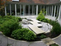 Beautiful modern japanese inspired garden by Artscape Design & Build