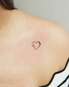 Popular Subtle Tattoo Ideas Your Parents Wont Even Mind Sunflower tattoo – Fashion Tattoos Mini Tattoos, Body Art Tattoos, Tatoos, Sunflower Tattoo Small, Sunflower Tattoos, Small Daisy Tattoo, Sunflower Hearts, Subtle Tattoos, Pretty Tattoos